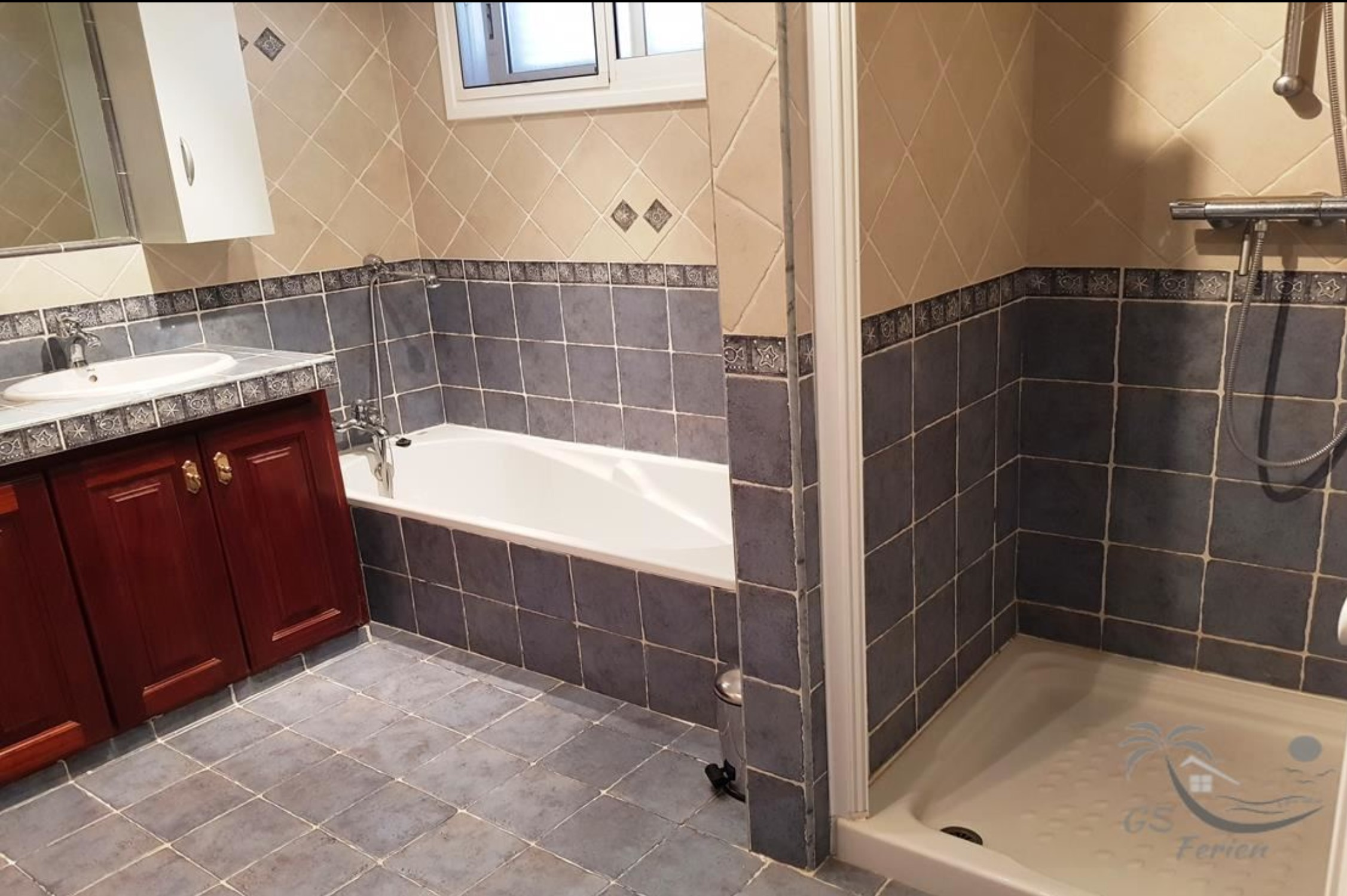 Badezimmer 1 / bathroom 1